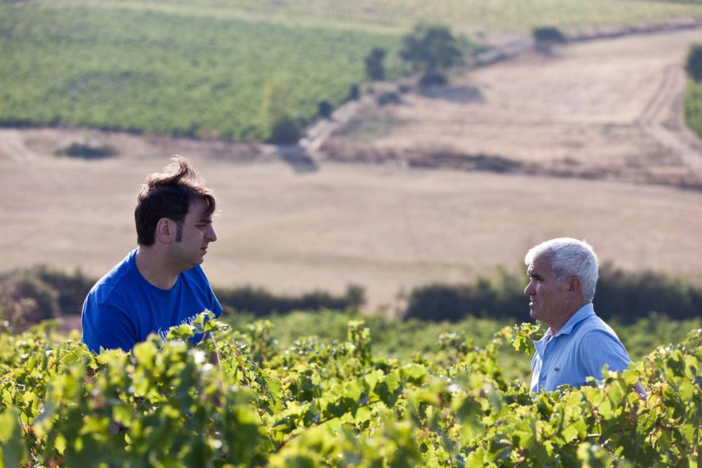 Sebio y Aníbal Parra en la Finca O Val, Valtuille